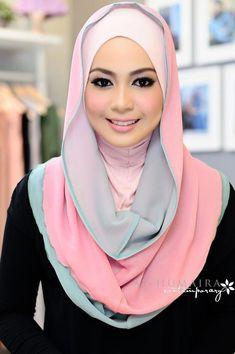 Pink grey hoodie Muslim Women Fashion, Islamic Fashion, Beautiful Hijab, Beautiful Muslim Women, Hijab Style Tutorial, Hijab Collection, Head Scarf Styles, Turban Style, Islamic Clothing