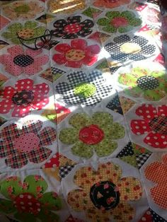 Pink Pincushion: Endings and Beginnings Applique Quilts, Pin Cushions, Quilt Patterns, Floral Quilts, Projects To Try, Quilting, Embroidery, Raw Edge, Sewing