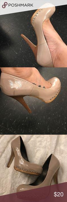Steve Madden High Heel Pumps / Shoes Steve Madden High Heel Pumps / Shoes. Worn 3 times. Nude Patent leather pumps are stunning. 🛑I only ship shoes. I do not ship Shoe Box.🛑 Size 7 1/2 Steve Madden Shoes Heels