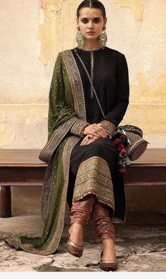 Dress suits Teen indian style Teen indischen Stil Best Picture For bride and Groom Outfit For Your Taste You are looking for something, and it is goi Designer Salwar Kameez, Designer Kurtis, Designer Dresses, Indian Salwar Kameez, Indian Fashion Salwar, Pakistani Fashion Casual, Fashion Edgy, Fashion Fall, Fashion Outfits