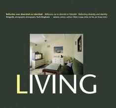 Living. Dit fotoboek gunt de toeschouwer een blik in de huiskamer van 24 families van verschillende etnische origine. De foto's van Karin Borghouts tonen de centrale leefruimte van de gezinnen.