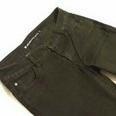 CELEBRITY PINK black legging size 9 CELEBRITY PINK black legging size 9. Thin jean type material. I got these in the juniors dept at Macy's Celebrity Pink Pants Leggings