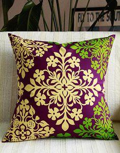 Hawaiian cushion cover,Purple quilt ,monstera ,hawaiian flower,HNLS02284(Etsy のLeimeriaより) https://www.etsy.com/jp/listing/245020643/hawaiian-cushion-coverpurple-quilt