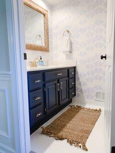 A Elegant Bathroom Refresh with Wallpaper – Bedroom Bathroom Renos, Bathroom Interior, Small Bathroom, Bathroom Ideas, Master Bathroom, Blue Bathrooms, Coastal Bathrooms, Chic Bathrooms, Bathroom Inspo