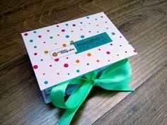 Case box para para pendrive em cartonagem revestida em papel com arte impressa em papel fotográfico.    ARTE ENVIADA PELO CLIENTE.