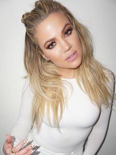 Cool-Girl Hairstyles We ll Be Stealing from This Summer 6 cool summer hairstyles to steal from Khloe Kardashian s double half cool summer hairstyles to steal from Khloe Kardashian s double half buns Cool Hairstyles For Girls, Summer Hairstyles, Pretty Hairstyles, Girl Hairstyles, Hairstyle Ideas, Hair Styles 2016, Long Hair Styles, Koko Kardashian, Fresh Hair