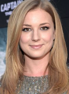 Red Carpet Makeup Trick: How to Perfectly Smudge Out Your Eyeliner Like Emily VanCamp Beauty Makeup, Hair Makeup, Hair Beauty, Hooded Eye Makeup, Hooded Eyes, Emily Thorne, Camping Hair, Red Carpet Makeup, The Beauty Department