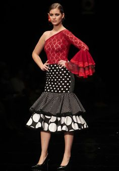 D'Repente Lola Folk Fashion, Fashion Sewing, Stylish Outfits, Cute Outfits, Fancy Skirts, Latin Ballroom Dresses, Spanish Fashion, How To Look Classy, African Fashion