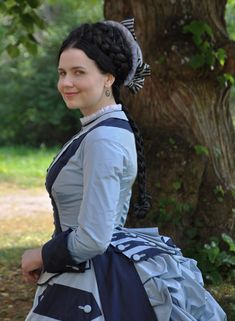 Holy shit this girl can costume.  Before the Automobile is her blog on projects spanning 1700s-early 1900s. She must be independently wealthy.