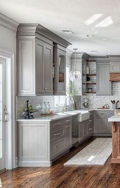 Modern And Trendy Kitchen Cabinets Ideas And Design Tips – Home Dcorz Gray Kitchen Backsplash, Kitchen Cabinets In Bathroom, Kitchen Cabinet Design, Backsplash Ideas, Backsplash Design, Kitchen Cabinets And Backsplash, Soapstone Kitchen, Floors Kitchen, Modern Farmhouse Kitchens