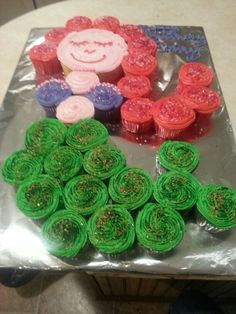 Pinner said: Lil mermaid cupcakes.made by karen beach. Cupcakes Design, Cute Cupcakes, Cupcake Cookies, Pull Apart Cupcake Cake, Pull Apart Cake, Mermaid Birthday, Girl Birthday Cupcakes, 4th Birthday, Birthday Ideas