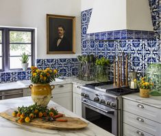 If you like the look of warm, welcoming old-world homes, Spanish Revival might be the Mexican Interior Design, Spanish Interior, Interior Design Kitchen, Spanish Revival, Spanish Style Homes, Spanish Colonial, Spanish Style Kitchens, Spanish Kitchen Decor, Hacienda Kitchen
