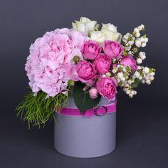 Beautiful Rose Flowers, Unusual Flowers, Colorful Flowers, Flower Box Gift, Flower Boxes, Ikebana, Bouquet Box, Happy Birthday Flower, Flower Arrangements Simple