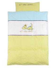 slaap, kleintje, slaap... lekker dromen over #draakje? :) #dekbedovertrek #ledikant