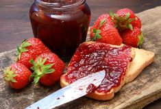 Džem i pekmez od jagoda – recepti sa i bez šećera i konzervansa Homemade Strawberry Jam, Strawberry Puree, Lemon Meringue Tart, Agar, Eat Smarter, Lidl, Fresh Lemon Juice, Calories, Pain
