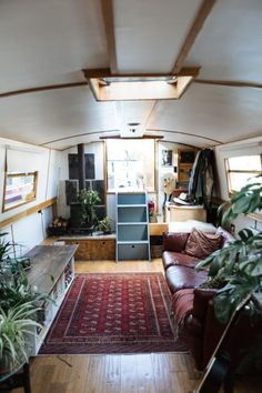 50 Ideas sailing boats interior houseboats – My World Living On A Boat, Tiny Living, Living Spaces, Living Room, Canal Boat Interior, Sailboat Interior, Barge Interior, Interior Exterior, Yacht Interior