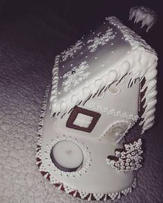#artfood #art  #medovniky #med #honeycake #honey #medovník #pernicky #pernik #gingerbread #pain #painting #cook #colors #color #christmastime #christmas #sneh #vianoce #church #winters #winter #krajina #country #pain #painting #hause #white Honey Cake, Christmas Time, Gingerbread, Icing, Cook, Country, Winter, Instagram Posts, Desserts
