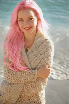Dove Cameron's pink long mermaid hair ♥ Pinterest : Elisa Gyn