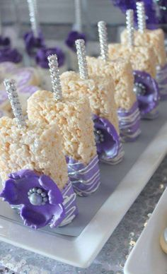 Pretty Rice Krispie treats at a purple glam wedding party! – Rice Recipes Pretty Rice Krispie treats at a purple glam wedding party! Reis Krispies, Bar A Bonbon, Party Fiesta, Baby Shower Purple, Lavender Baby Showers, Purple Birthday, Sweet 16 Parties, Wedding Desserts, Wedding Candy Table