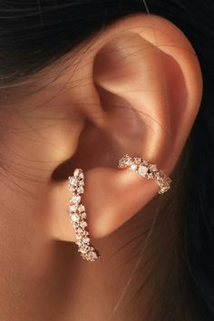 Ideas for ear piercings. Double piercings and unique piercings including helix, rook and lobe. Earring styles including hoop, minimalist and statement. Gold and silver earrings. Ear Jewelry, Gold Jewelry, Vintage Jewelry, Jewelry Accessories, Fine Jewelry, Jewlery, Gold Bracelets, Tiffany Jewelry, Diamonds
