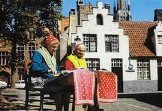 PK1252. Brugge. Spitzenklöpplerinnen bei der Arbeit.
