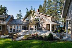 Exterior Photos Breezeway Design, Pictures, Remodel, Decor and Ideas Maine Cottage, Coastal Cottage, Coastal Homes, Maine House, Cozy Cottage, Coastal Living, Traditional Exterior, Traditional House, Cabin Design