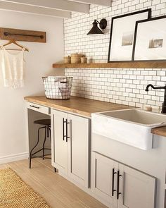 Another shot from today's post - 6 tips for designing a laundry room + some laundry essentials picks. Details on Beckiowens.com. Have a great night! Design via @jennasuedesign