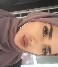 makeup for christmas Islamic Fashion, Muslim Fashion, Hijab Makeup, Hair Makeup, Hijab Wedding, Beauty Makeup, Hair Beauty, Muslim Beauty, Hijab Fashion Inspiration