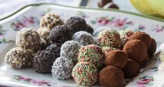 Milk and cookie truffles by Greek chef Akis Petretzikis. These delicious truffles are so quick and easy to make and so tasty no one will be able to get enough! Protein Smoothie Recipes, Yogurt Smoothies, Sweet Recipes, Dog Food Recipes, Cooking Recipes, Rum And Lemonade, Lemonade Slushie, Healthy Yogurt, Tasty Bites
