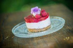 nekedcake tortácska rosa flower fruit raspberry wedding love Raspberry Wedding, Budapest, Panna Cotta, Cheesecake, Fruit, Flower, Ethnic Recipes, Desserts, Food
