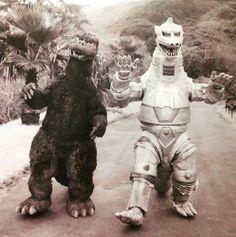 Godzilla Vs Gigan, Godzilla Wallpaper, Japanese Monster, Horror Icons, Geek Squad, King Kong, Sci Fi Art, Anime Comics, The Incredibles