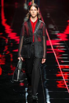 Fendi Spring 2019 Menswear Fashion Show Collection: See the complete Fendi Spring 2019 Menswear collection. Look 2