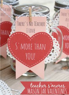 Adorable Teacher Valentines Day gifts! Mason jars filled with smores snack mix. Free printables! #masonjars #smores #valentines #valentinesday