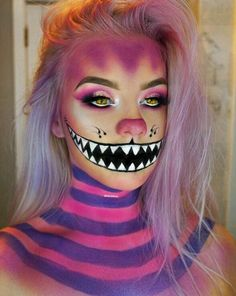 Looking for for ideas for your Halloween make-up? Browse around this website for creepy Halloween makeup looks. Cute Halloween Makeup, Halloween Tags, Halloween Kostüm, Halloween Photos, Creepy Halloween Costumes, Fairy Costumes, Creepy Clown Makeup, Halloween Makeup Artist, Halloween Inspo