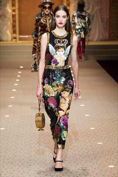 Sfilata Dolce   Gabbana Milano - Collezioni Autunno Inverno 2018-19 - Vogue 068421cbe4a