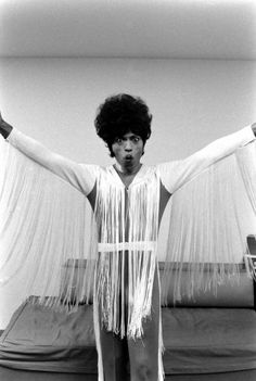 Little Richard dressed in a sweater covered with strings, in 1971.