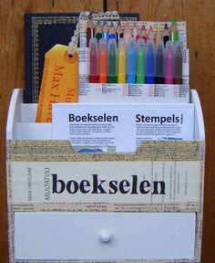 Boekselkit, de komende twee maanden te vinden op de leestafel van De Koffiefabriek in Gouda, Nieuwe Markt 64. Maak ook een boeksel!  altered text, artwork on bookpages, boekselen