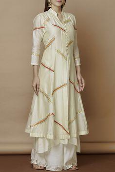 Buy Chanderi Kurta Set by Nachiket Barve at Aza Fashions Pakistani Fashion Casual, Pakistani Dresses Casual, Pakistani Dress Design, Indian Fashion, Casual Dresses, Fashion Dresses, Pakistani Kurta Designs, Kurta Designs Women, Kurti Neck Designs