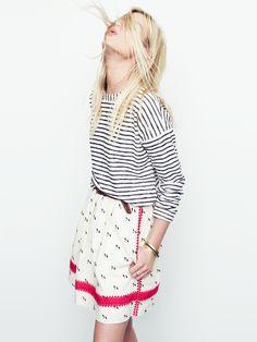 Madewell lightstitch skirt worn with surfbreeze sweatshirt + herringbone braid belt.