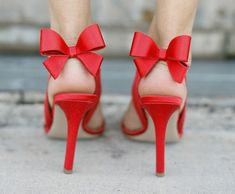 red bow heels I love red shoes! Red Bow Heels, Bow Shoes, Cute Shoes, Me Too Shoes, Red Bows, Red Ribbon, Red Stilettos, Bow Sandals, Red Pumps