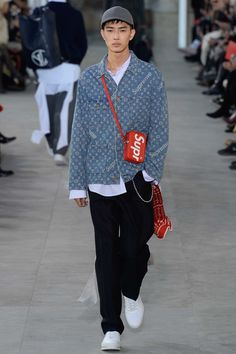 http://www.vogue.com/fashion-shows/fall-2017-menswear/louis-vuitton/slideshow/collection