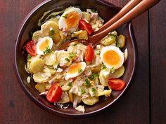Omas bester Kartoffelsalat mit Mayonnaise und Ei