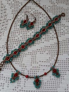 Beading Projects, Beading Tutorials, Beads And Wire, Metal Beads, Beaded Jewelry Designs, Bead Jewelry, Super Duo Beads, Diy Necklace, Bracelet Patterns