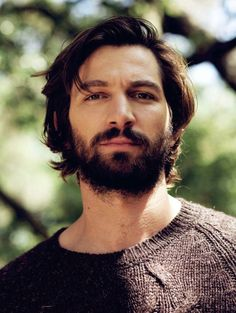 Michiel Huisman - Michiel Huisman is a Dutch actor and musician who sings, plays the guitar and writes his own music. Michiel Huisman played with the band Fontane, recording music for some of the films he starred in, including Costa! Michael Huisman, Quiff Haircut, Wavy Hair Men, European Men, Moustaches, Beard Styles, Facial Hair, Gorgeous Men, Pretty Men