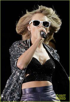 Taylor Swift Kicks off Australian Leg of Her '1989' Tour