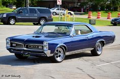 love old school cars, my has a 1967 chevelle super sport. my grandfather was a mechanic and old school cars are just a part of my family. One day i hope to get one of my own. 67 Pontiac Gto, Pontiac Firebird, Us Cars, Sport Cars, 1967 Gto, Old School Cars, Toyota, Volkswagen, General Motors
