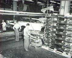 1957 Ford Fairlane Club Victoria - coming down the line