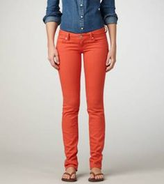 I like how in this outfit, the blue shirt and the orange jeans just go well together.