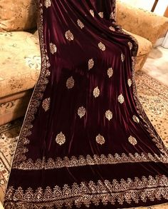Block printed Velvet shawl with double border at end and screen motives in the center. Shawl is having golden tissue piping and tassels at the four ends. Pakistani Dresses, Indian Dresses, Indian Outfits, Indian Clothes, Velvet Saree, Velvet Shawl, Ethnic Wear Designer, Indian Designer Outfits, Heavy Dupatta