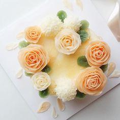 마블아이싱&장미 플라워케이크#minirose#flower #roses#버터크림플라워케이크#flowecake#cake#flowers#fiore#부케#장미#플라워케이크#플라워케이크클래스#케이크#cupcake#torta#rose#rosa#cooking#baking#pane#dolce#dessert#buono#delizioso#인계동#꽃스타그램 #꽃#blossom#bouquet#bakingclass
